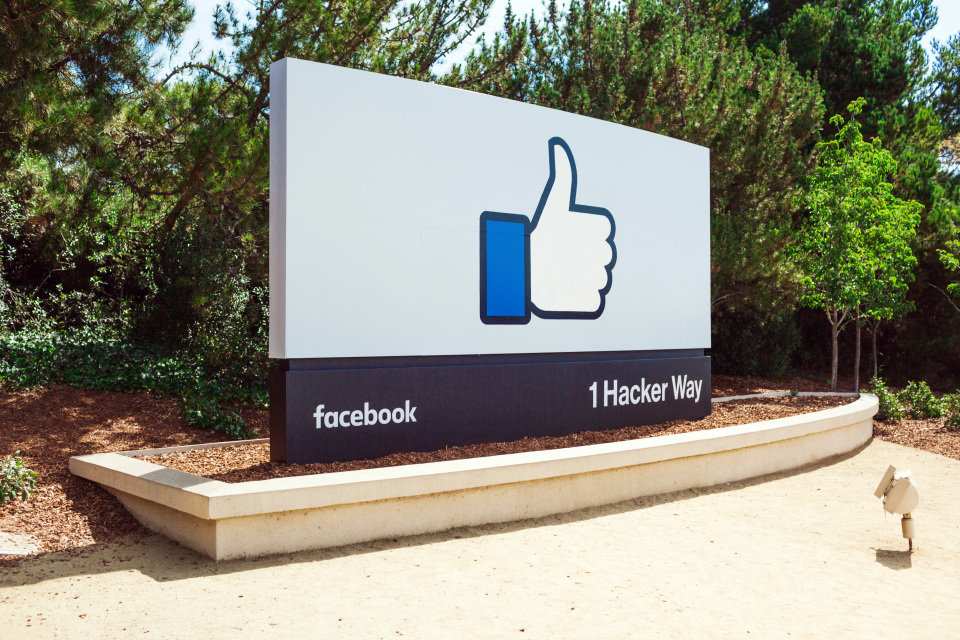Facebook hits $7bn revenues in quarterly review