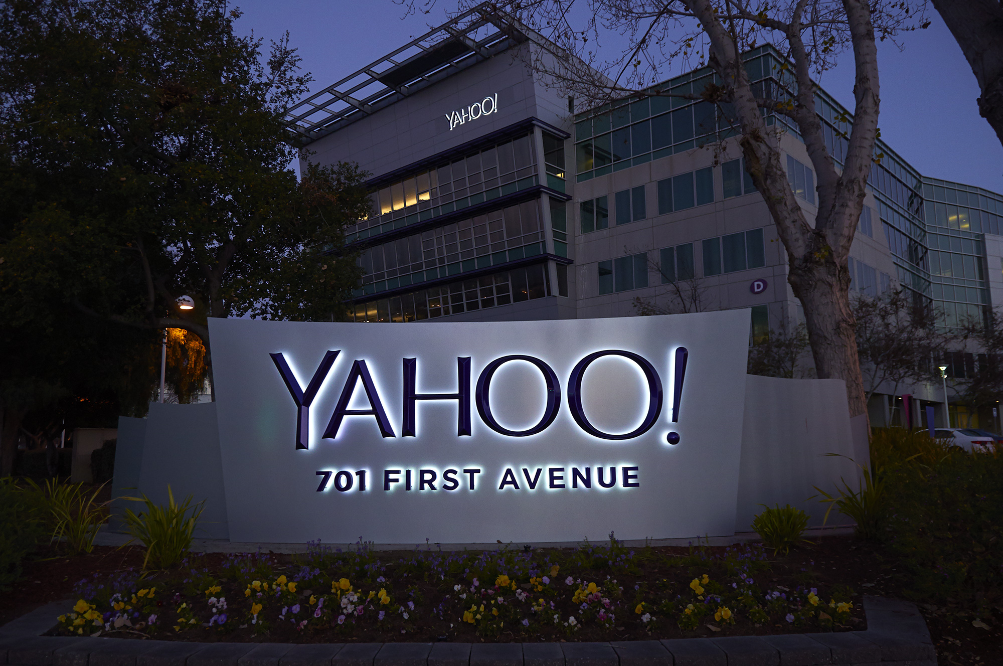 Daily Mail-owner in discussions to bid for struggling Yahoo