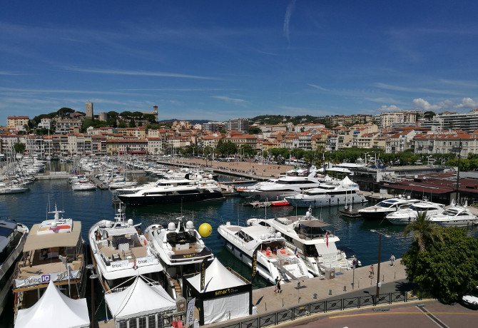 Cannes old port 670