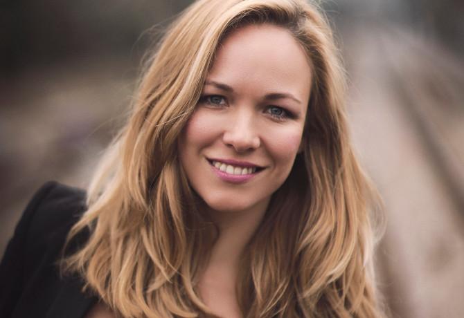 Eline Van der Velden Nude Photos 10
